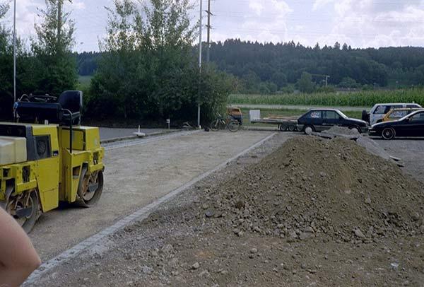 Umbau mit Walze bei Baustelle
