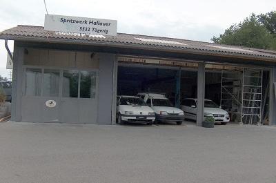 Firmengebäude bei Renovationsarbeiten