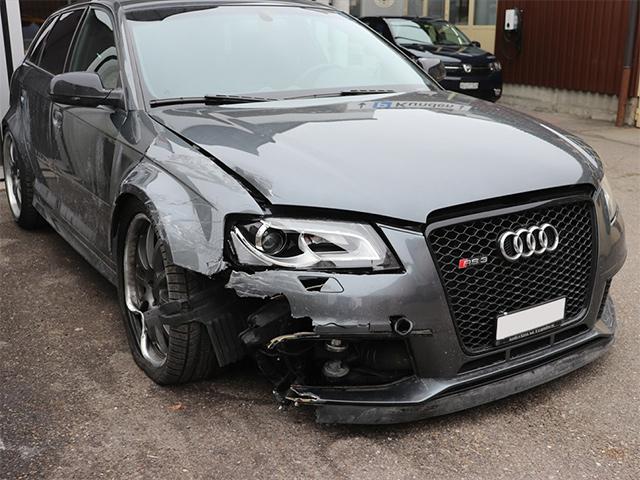 Audi RS3 Unfallschaden